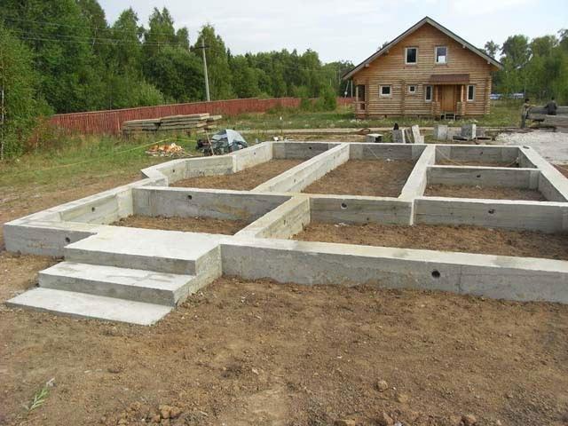 Основой любого здания служит фундамент. От качества его строительства зависит срок службы Вашего дома.