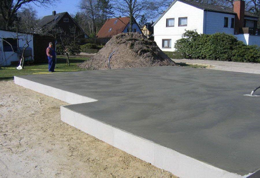 Плитный фундамент является самым используемым. Он выдерживает здание в несколько этажей и обладает высокой прочностью.