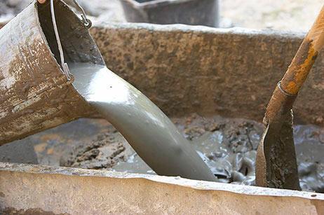 Для того, чтобы при  приготовлении цементного раствора он не получился очень густым или очень жидким, необходимо соблюдать пропорции необходимых компонентов. Из-за неправильного приготовления раствора, через некоторое время он начинает рассыпаться.