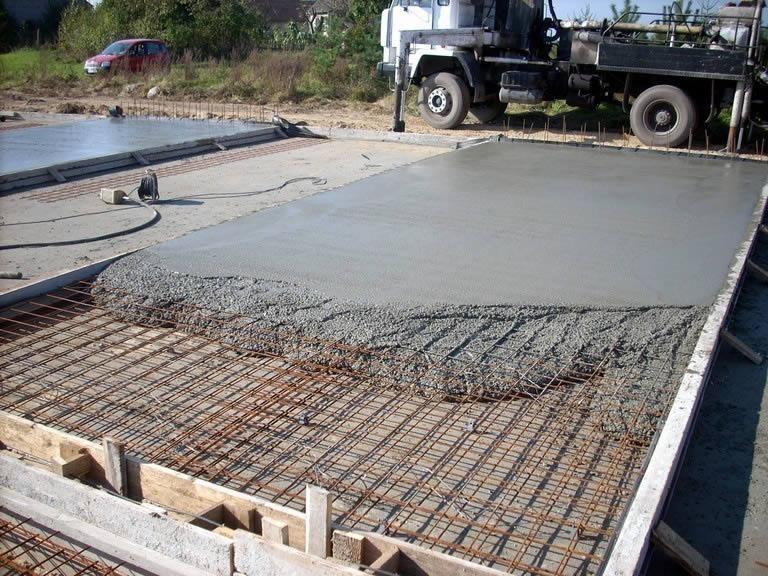Применение бетонного раствора при загородном строительстве.