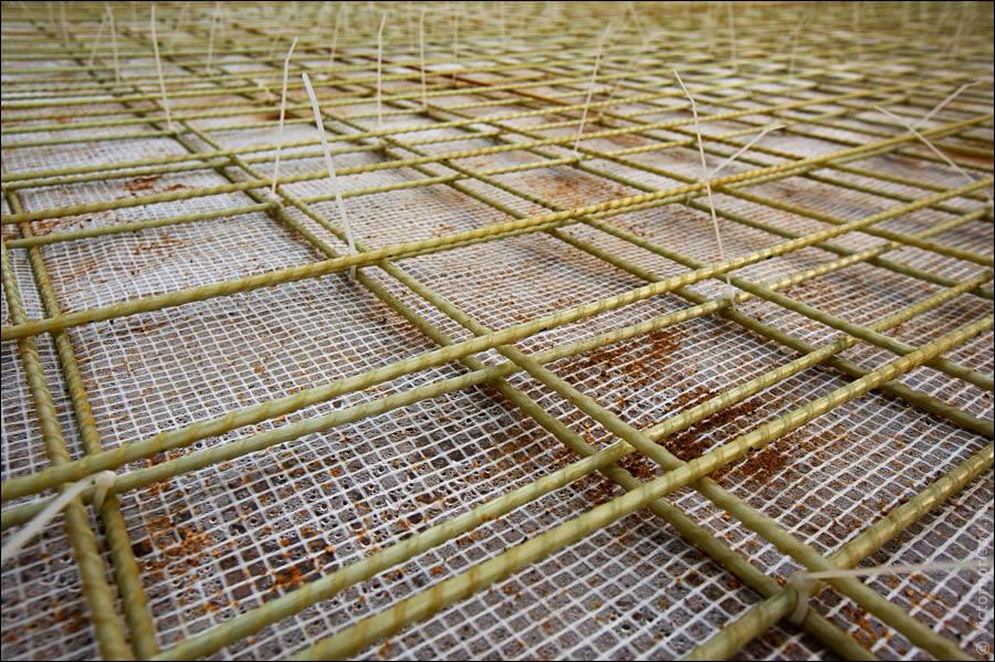 Вязка арматуры с помощью пластиковых хомутов